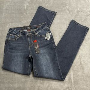 NWT Earl Jeans Bedazzled Straight Leg Jeans!